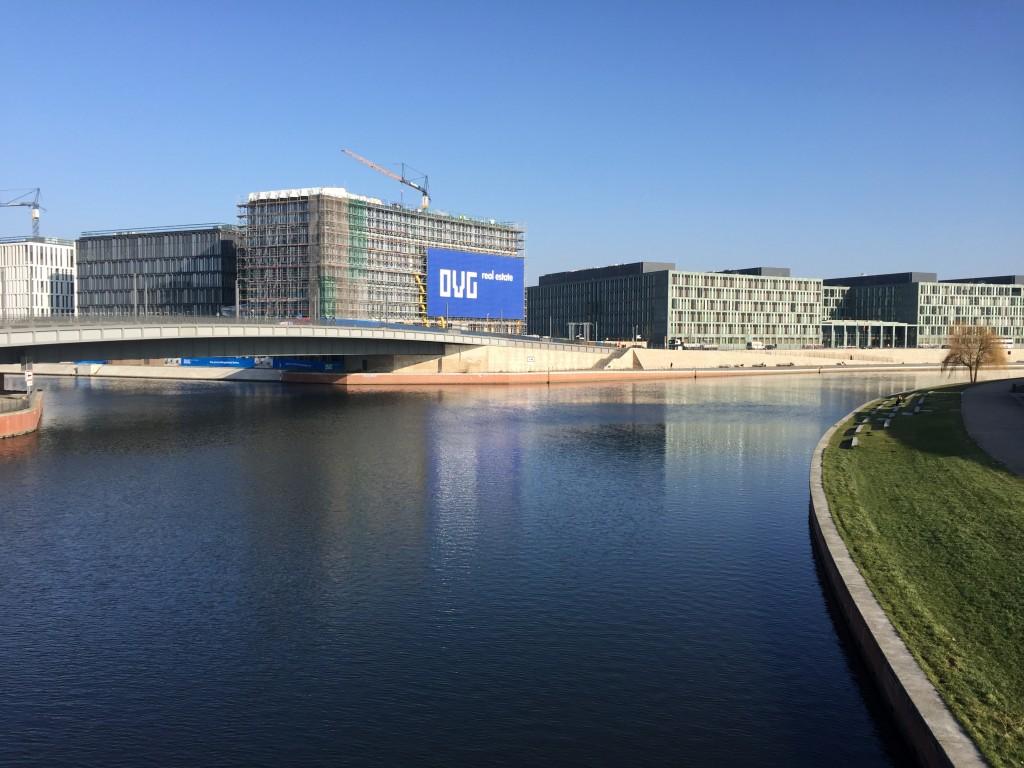 Nebenfluss der Spree vorm Hauptbahnhof Berlin